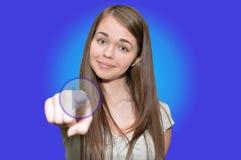 La ragazza preme un gioco virtuale del bottone del dito Fotografia Stock Libera da Diritti