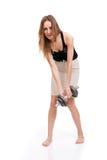 La ragazza prende un dumbbell. Fotografia Stock Libera da Diritti