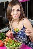 La ragazza prova l'insalata Immagini Stock Libere da Diritti