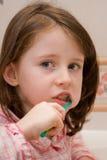 La ragazza pulisce i denti Immagine Stock Libera da Diritti