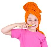 La ragazza pulisce i denti Fotografia Stock
