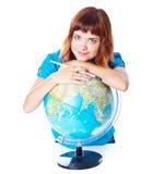 La ragazza red-haired con il globo Fotografie Stock