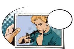 La ragazza rimprovera lo smartphone La gente nel retro stile Fotografia Stock Libera da Diritti