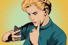 La ragazza rimprovera lo smartphone La gente nel retro stile Immagini Stock Libere da Diritti