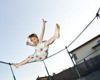 La ragazza salta Fotografia Stock