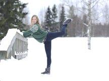 La ragazza si esercita relativo alla ginnastica Fotografia Stock Libera da Diritti