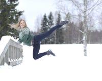La ragazza si esercita relativo alla ginnastica Fotografie Stock