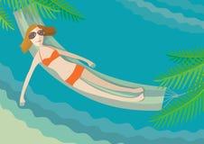 La ragazza si trova in un hammock su un litorale dell'oceano Immagini Stock Libere da Diritti