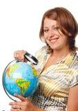 La ragazza sorridente esamina il globo Fotografia Stock Libera da Diritti