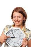 La ragazza sorridente indica una barretta all'orologio Fotografia Stock Libera da Diritti