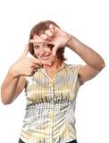 La ragazza sorridente mostra il gesto Fotografia Stock