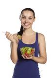 La ragazza sta con un'insalata e sorridere Fotografia Stock Libera da Diritti