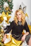 La ragazza sta preparando per il nuovo anno 2016 Fotografia Stock