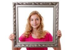 La ragazza sta tenendo la struttura Fotografie Stock Libere da Diritti