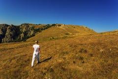 La ragazza sulla collina Immagine Stock
