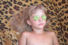 La ragazza sulla procedura nel salone di bellezza Fotografia Stock Libera da Diritti