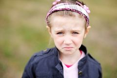 La ragazza sveglia del bambino fa il fronte weepy upset Immagine Stock Libera da Diritti
