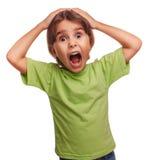 La ragazza teenager ha spaventato il bambino ha aperto il suo effetto nella bocca il timore Fotografie Stock