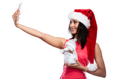 La ragazza tiene il pupazzo di neve che prende il selfie Fotografia Stock