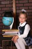 La ragazza in un uniforme scolastico Fotografie Stock