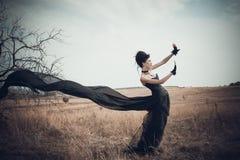 La ragazza in un vestito gotico fotografia stock