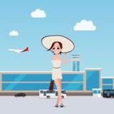 La ragazza va throung l'aeroporto con bagagli piano Immagine Stock Libera da Diritti