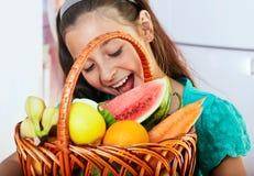 La ragazza vuole mangia l'alimento Fotografia Stock Libera da Diritti