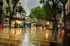 La Rambla Barcelona en lluvia Imagen de archivo