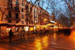 La Rambla dans la soirée. Barcelone, Espagne Photos stock