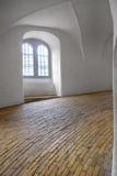 La rampe en spirale dans la tour ronde à Copenhague Images libres de droits