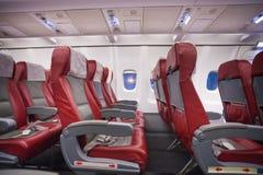 La rangée de vide se repose dans l'avion à réaction commercial Photos stock