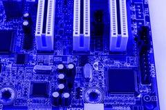 La ranura del conector del PCI en PC de la placa madre entonó macro fotos de archivo