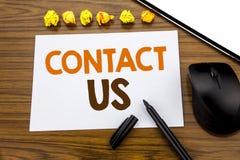 La rappresentazione concettuale del testo di scrittura della mano ci contatta Concetto di affari per servizio clienti scritto su  immagine stock libera da diritti
