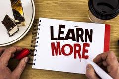 La rappresentazione concettuale di scrittura della mano impara più La foto di affari che montra lo studio sviluppa più duro le nu Immagine Stock Libera da Diritti