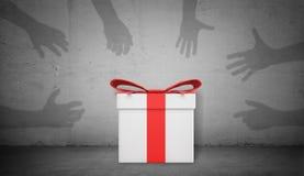 la rappresentazione 3d di un contenitore di regalo bianco singolo con un nastro rosso sta su fondo concreto con molte mani dell'o Fotografia Stock