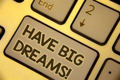 La rappresentazione della nota di scrittura ha chiamata motivazionale di grandi sogni Foto di affari che montra ambizione futura  immagini stock
