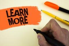 La rappresentazione della nota di scrittura impara più La foto di affari che montra lo studio sviluppa più duro le nuove abilità  Immagini Stock Libere da Diritti