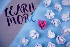 La rappresentazione della nota di scrittura impara più La foto di affari che montra lo studio sviluppa più duro le nuove abilità  Immagini Stock