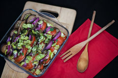 La ratatouille del piatto in un piatto trasparente sulla a Fotografia Stock