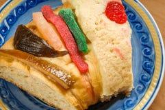 La rebanada de la torta de la epifanía, reyes se apelmaza, Rosca de Reyes Imagen de archivo libre de regalías