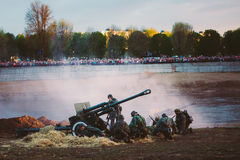 La reconstrucción de la batalla durante eventos dedicó al 70.o anniver Fotografía de archivo
