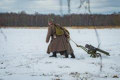 la reconstrucción Militar-histórica de luchas de épocas del primer mundo en el Borodino coloca el 13 de marzo de 2016 fotos de archivo libres de regalías