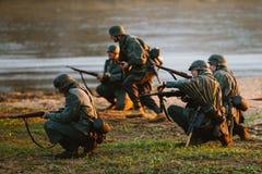 La reconstruction de la bataille pendant les événements a consacré au soixante-dixième anniver Images stock