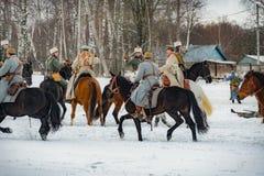 la reconstruction Militaire-historique des combats des périodes du premier monde sur le Borodino mettent en place le 13 mars 2016 Image stock
