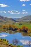La reflexión del lago la nube Foto de archivo