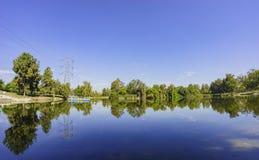 La reflexión hermosa en Whittier estrecha la reconstrucción foto de archivo libre de regalías