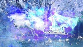 La regina della neve monta un cavallo bianco stock footage