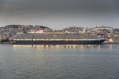 La regina Victoria di Cunard a Lisbona Immagine Stock Libera da Diritti