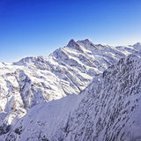 La regione di Jungfrau alza la vista verticalmente dell'elicottero nell'inverno Immagini Stock