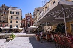 La regione di porto di Corfù nella città principale accoglie favorevolmente le fodere di crociera Immagini Stock Libere da Diritti